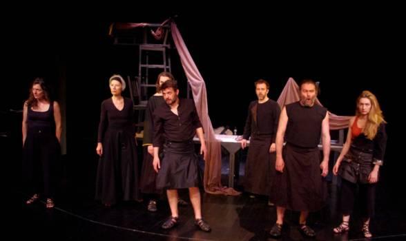 jerome-imard-et-eudes-labrusse-montent-la-guerre-de-troie-en-moinds-de-deux-au-theatre-13